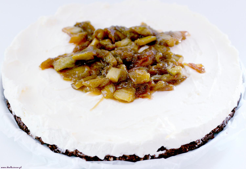 Torcik mascarpone z karmelizowanym rabarbarem